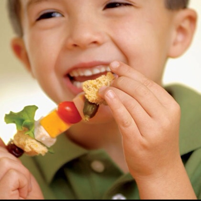 Creative lunches: Sandwich on a Stick | Kids | Pinterest