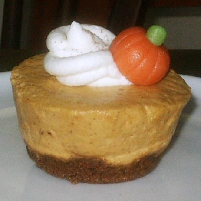 Pumpkin Chiffon Mousse Cupcakes With Gingersnap Crust And Bourbon ...