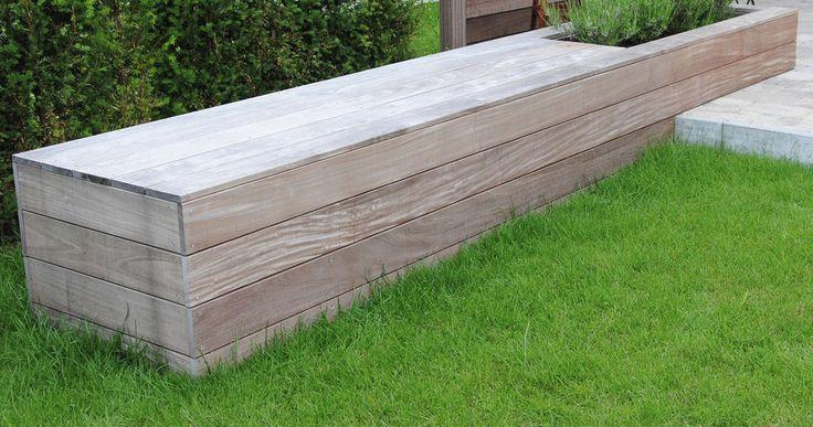 The light wood is appealing and classy ontwerp tuin strakke tuinen stadstuinen moderne - Ontwerp banken ...