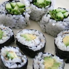 Cucumber and Avocado Sushi | food/snacks | Pinterest