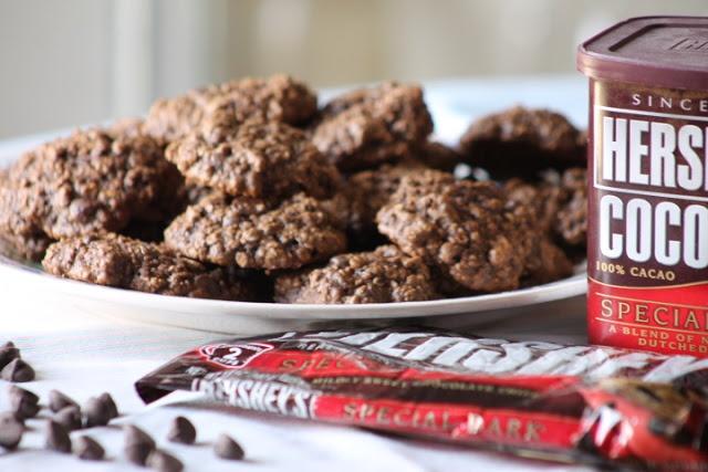 Mom's Frugal: Dark Chocolate Oatmeal Cookies OATMEAL AND DARK ...