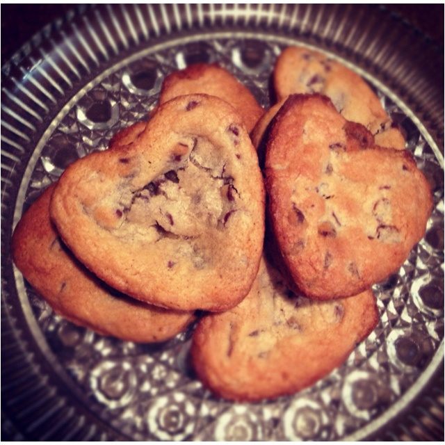 """Want """"deep dish"""" chocolate chip cookies with crisp edges and a gooe..."""