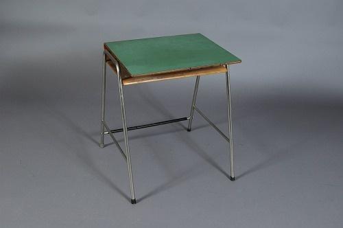 Arne Jacobsen/Fritz Hansen, Skrivepult. Tegnet til Munkegaard-skolen, Gentofte