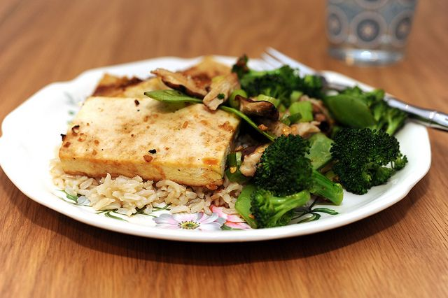 broiled tofu with snowpeas, broccoli and shitake by sassyradish