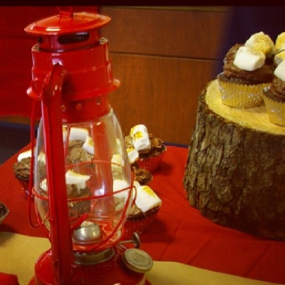 Toasted marshmallow cupcakes | Elias' Camping Birthday | Pinterest