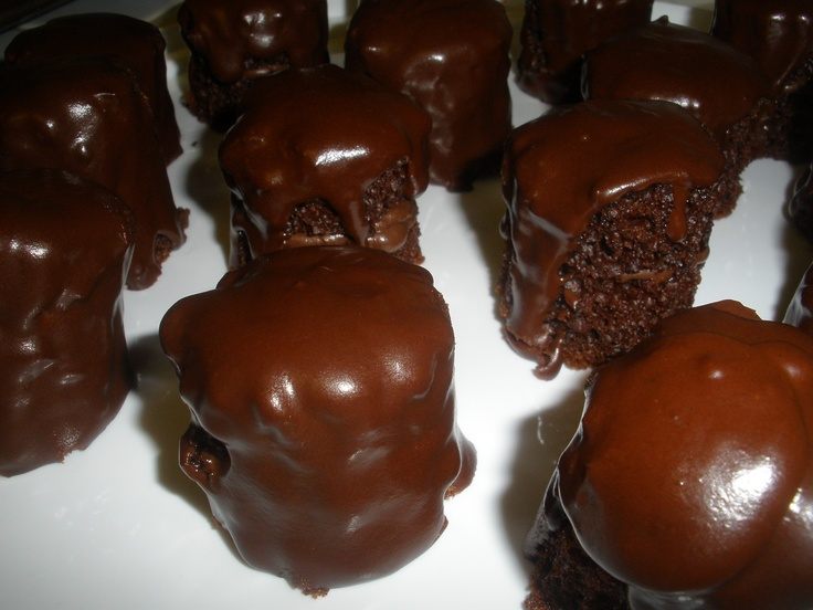 itty bitty melty chocolate cakes | Brownies and Bars | Pinterest
