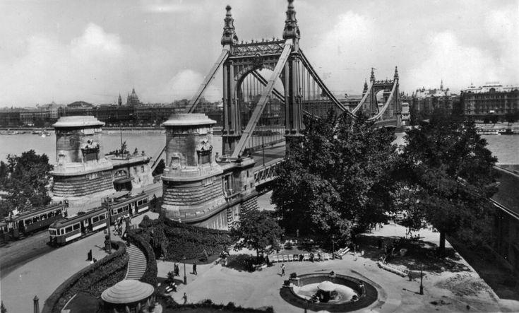 The Elizabeth Bridge was built between 1898 and 1903.