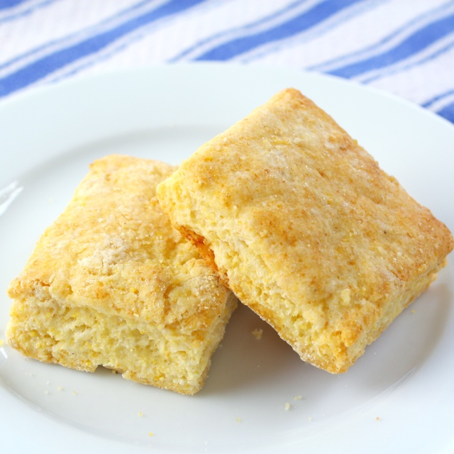Cornmeal Buttermilk Biscuits - would go good with Chili