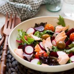Salmon roasted tomato and radish salad | Easy Meals | Pinterest