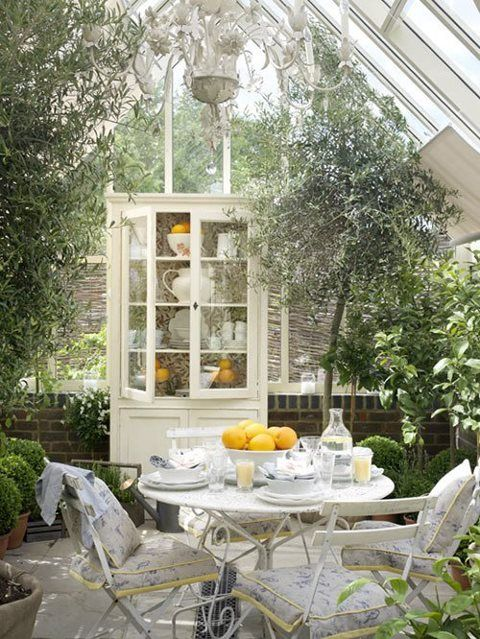Beautiful sunroom....I want this!  Amazing Gardens  Pinterest