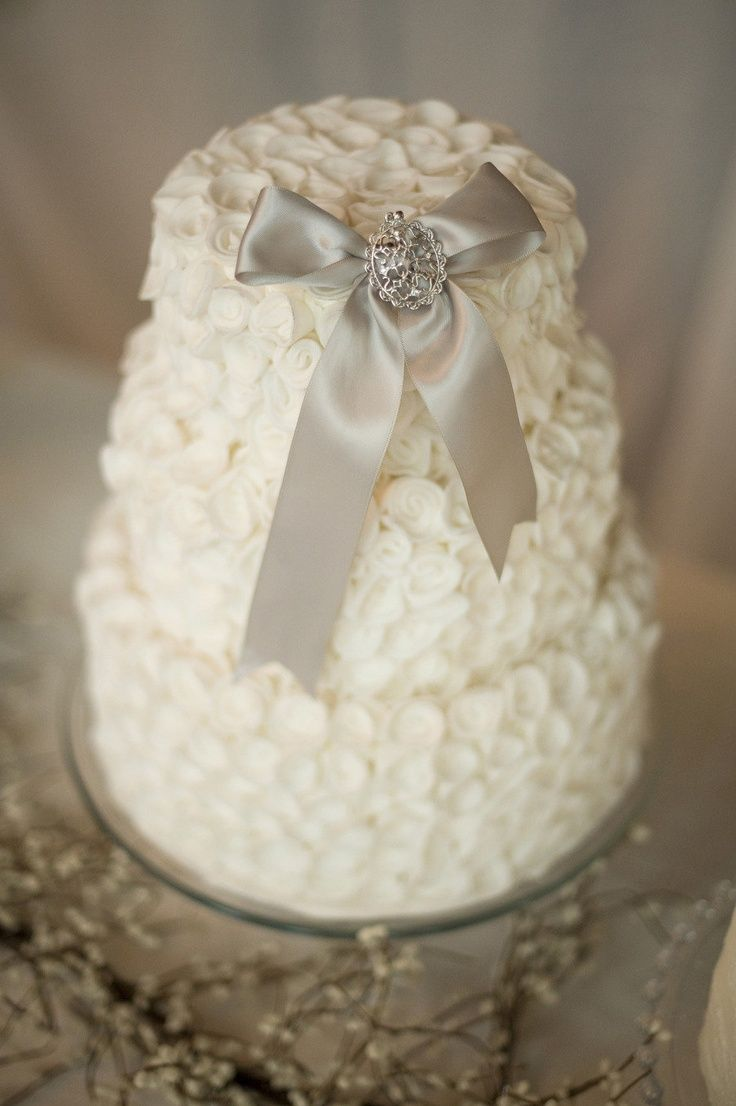 diy brooch bow wedding cake topper wedding ideas pinterest
