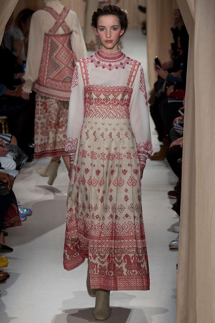 Платья с народной вышивкой