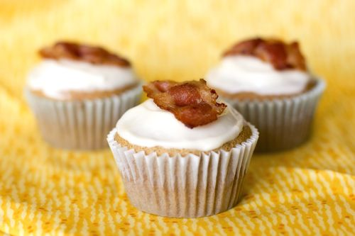 the maple/bacon cupcakes I made-- turned out pretty good...the cupcake ...