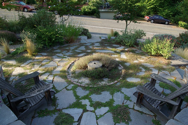 Xeriscaped Backyard Design : Seattle xeriscaped front yard garden I like the flagstone with moss