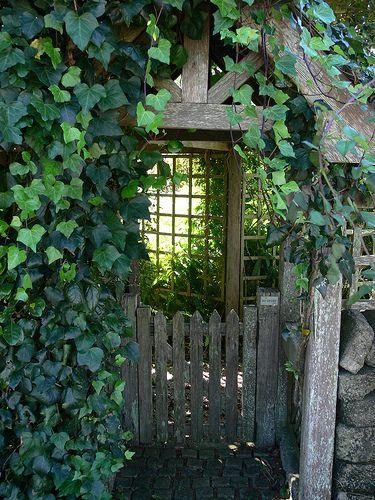 Veggiegardenings cottage garden gateway for Garden gateway