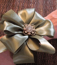 DIY How to make a Perfect Floral Bow - Click to enlarge