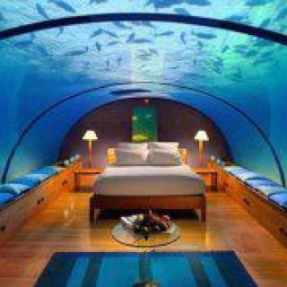 underwater bedroom for my house in the middle of the street pint