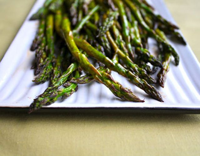 Simple Roasted Asparagus via @Fridgg | Things that make me happy | Pi ...