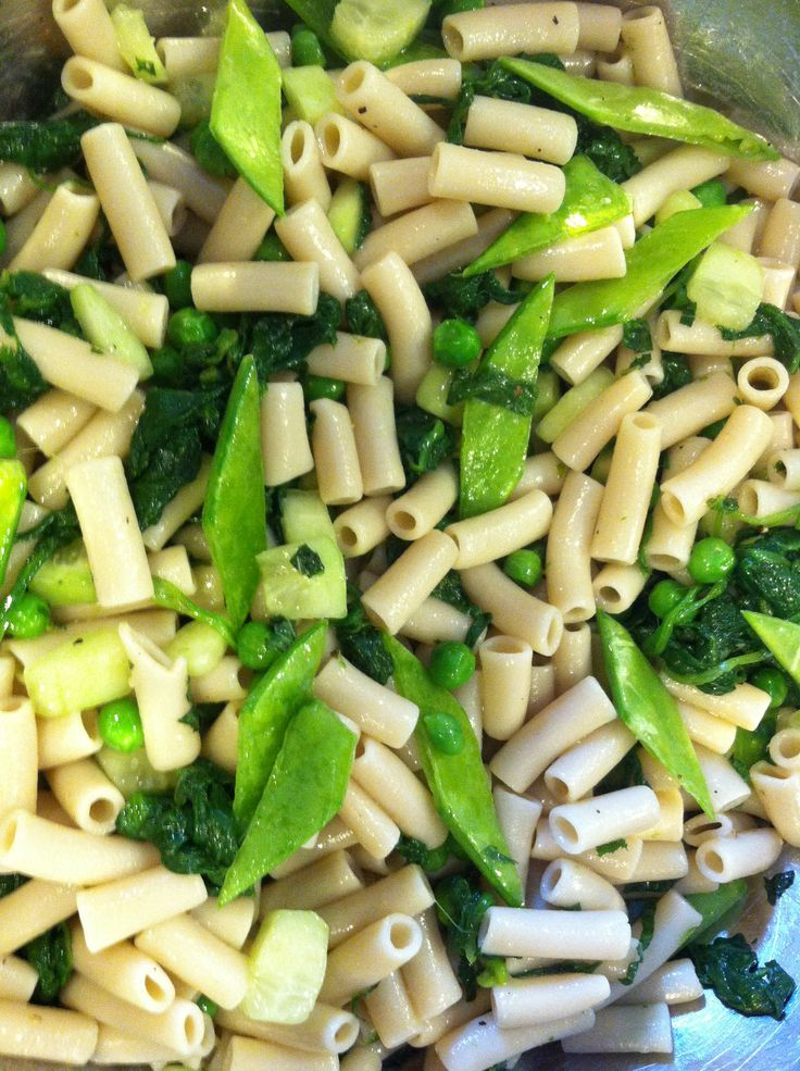 Green Summer Pasta Salad- Brown Rice Penne Pasta, blanched spinach ...