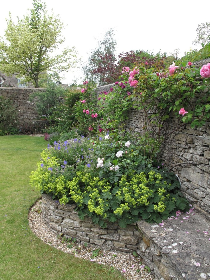 The garden you need from rock rose blog for Rock wall garden