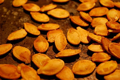 Spiced Maple Roasted Pumpkin Seeds | Yummy Recipes | Pinterest