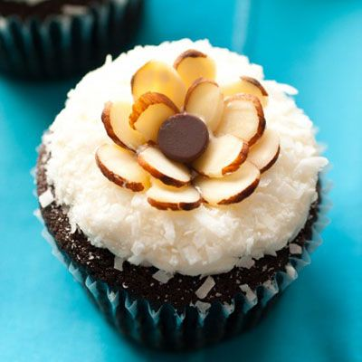 Chocolate Cupcakes with Coconut Frosting   cupcake cuteness   Pintere ...