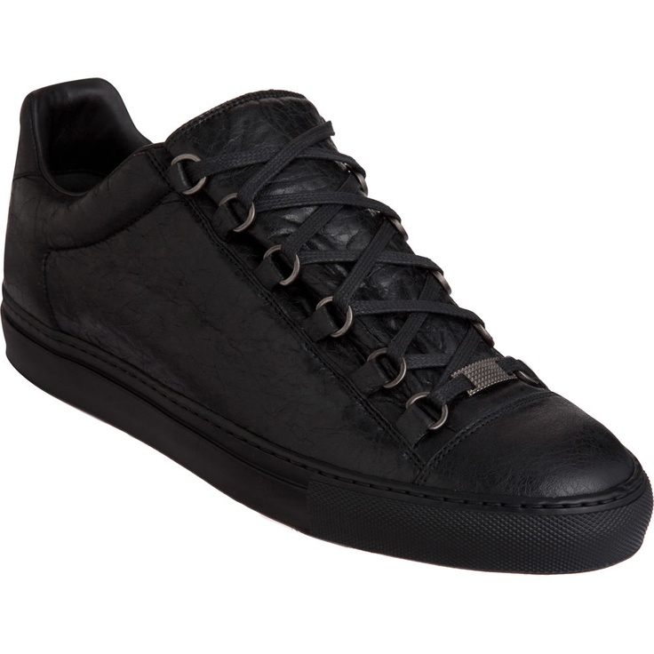 low top balenciaga sneakers 28 images balenciaga embossed low top sneakers shoes bal49202. Black Bedroom Furniture Sets. Home Design Ideas