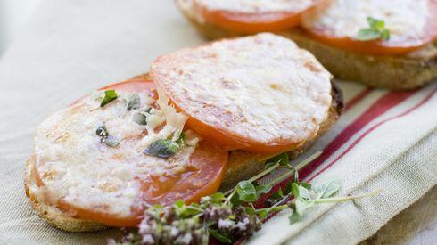 Toasted Parmesan Tomato Bread | Summer | Pinterest