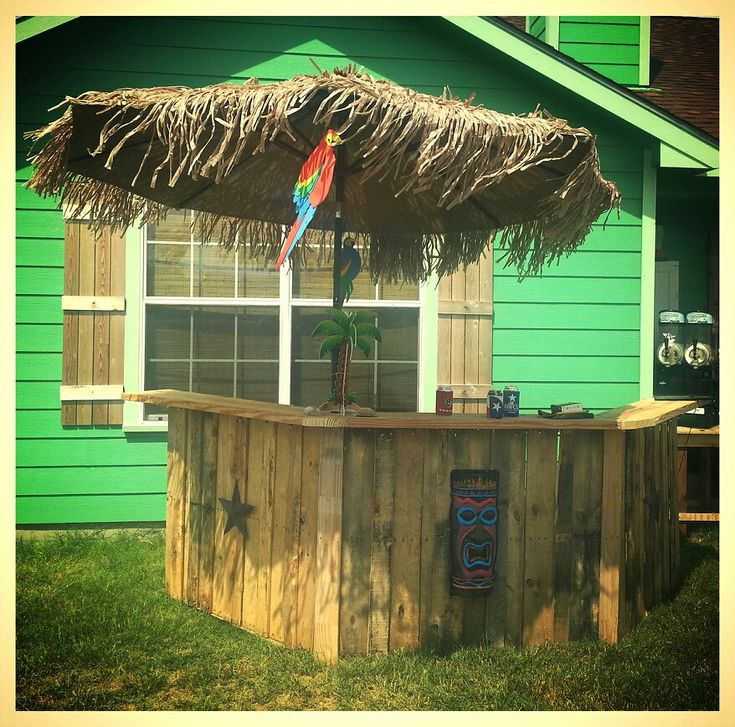 Pallet tiki bar for the home pinterest for How to make a tiki bar with pallets