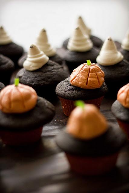 Amazing Halloween cupcakes! Chocolate Pumpkin Cupcakes.