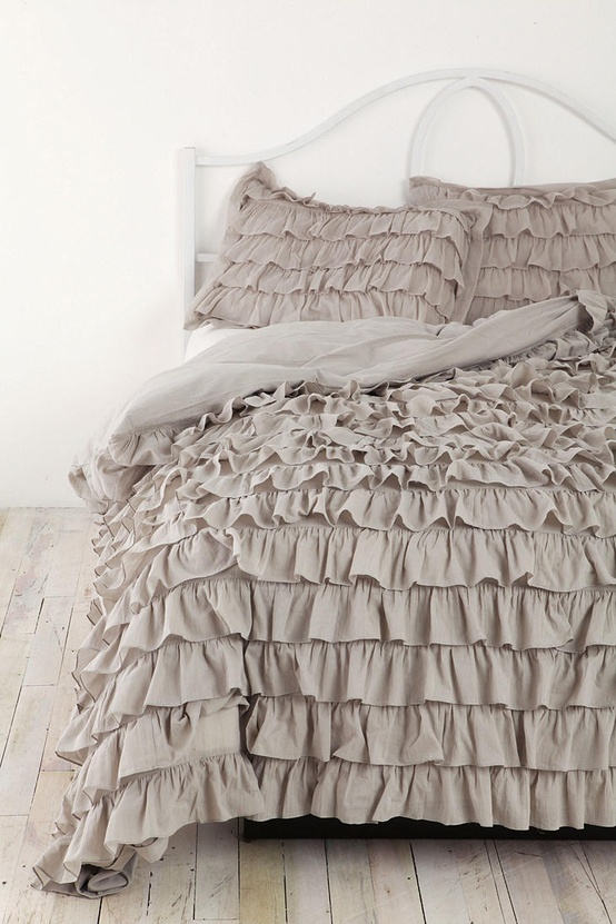 Ruffle bedding crafts diy projects 4 the future for Frilly bedspreads