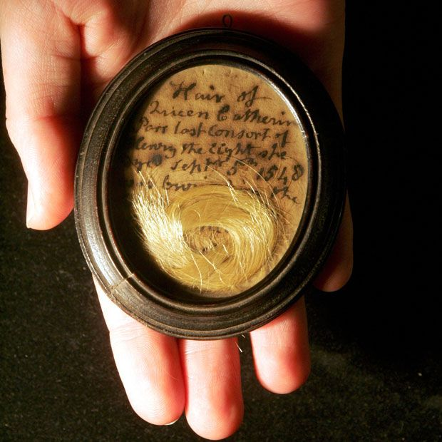 """Catherine Parr's hair! The paper reads """"Hair of Queen Catherine Parr, Last Consort of Henry, the night she dyed September 5th 1548"""""""