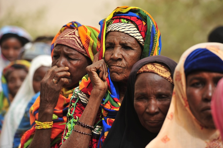 Niger: Women waiting to receive improved millet and green bean seeds at an FAO distribution center.   ©FAO/Issouf Sanogo  www.fao.org
