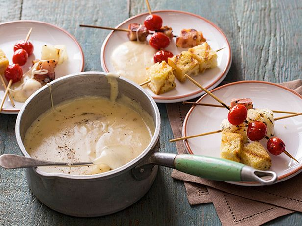 Aged Cheddar Fondue with Grilled Tomatoes, Bacon and Onions #UltimateComfortFood