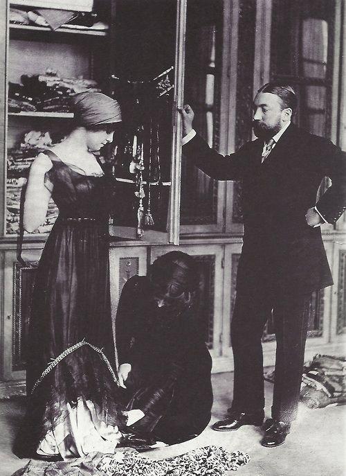 Paul Poiret dans son atelier, années 1910