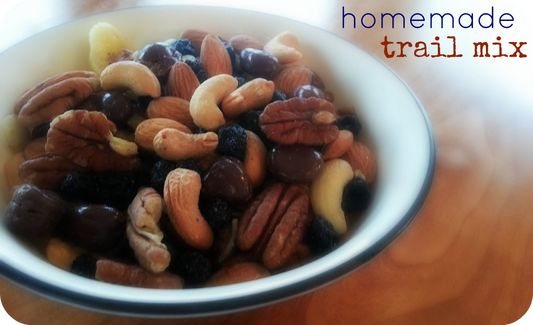 easy and healthy homemade trail mix. | deliciousness | Pinterest
