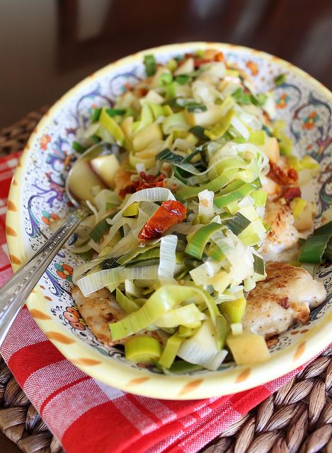 Sauteed chicken with leeks, apples and sun dried tomatoes ...