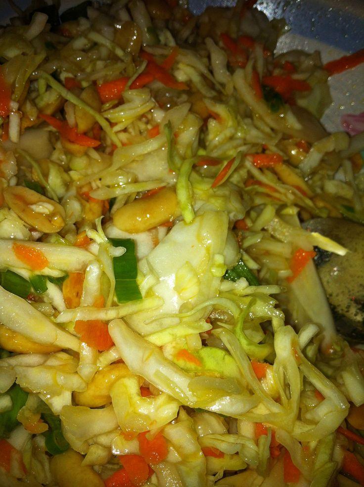 Peanut Cole Slaw « Gina Miracle   veggies and sides   Pinterest