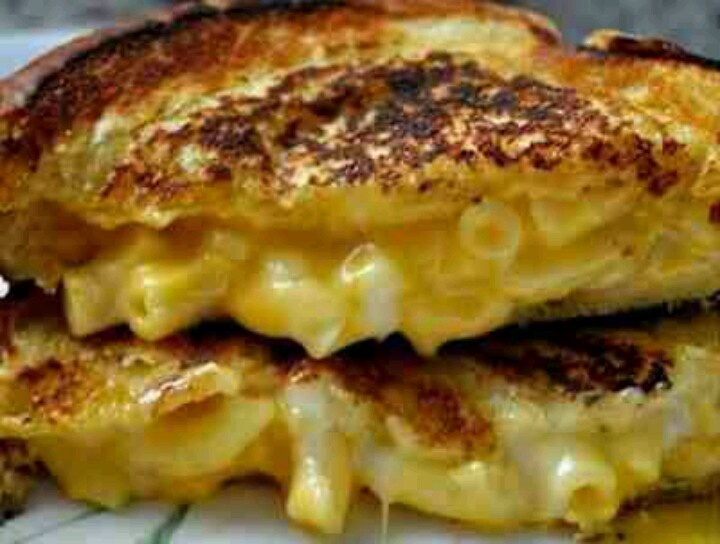 ... grilled cheese party is WAY overdue! Grilled cheese mac and cheese