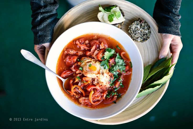 tomato soup with poached egg / Entre Jardins.