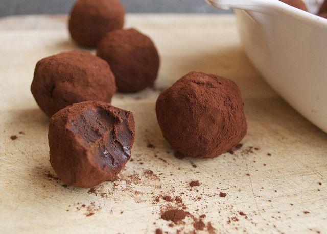Chocolate Hazelnut Truffles with Baileys. chocolatetruffles2.jpg by le ...