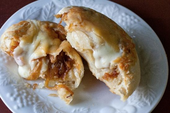 Volcanoes with caramelized onions | Food | Pinterest