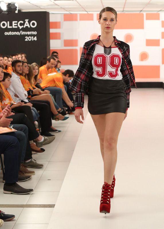 Um dos grandes hits da estação, as blusas com números grandes, são inspiradas nas camisas de jogadores de futebol americano.