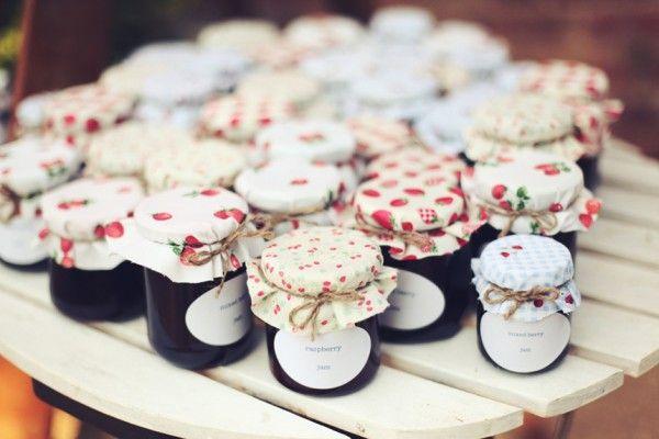 petits pots de confiture pour invit s d co pinterest. Black Bedroom Furniture Sets. Home Design Ideas