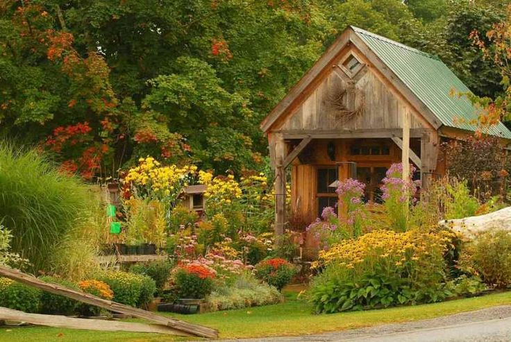 Beautiful garden sheds potting benches pinterest for Pretty garden sheds