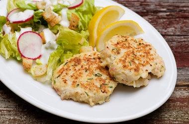 Crispy Shrimp Cakes — Punchfork | Seafood | Pinterest
