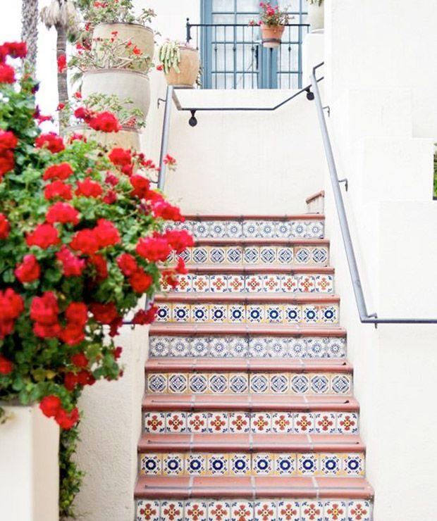 Mix de azulejos. Veja mais: http://www.casadevalentina.com.br/blog/materia/mix-de-azulejos.html #decor #details #decoracao #detalhes #azulejo #charm #interior #design #color #cor #casadevalentina