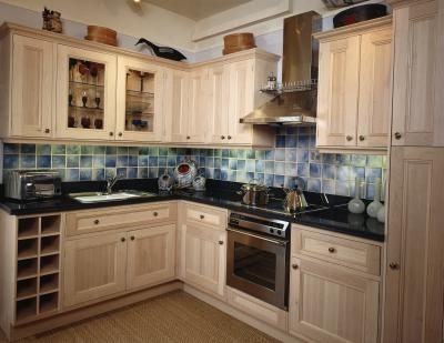 Refinishing kitchen cabinets with cream paint glaze - How to glaze kitchen cabinets cream ...