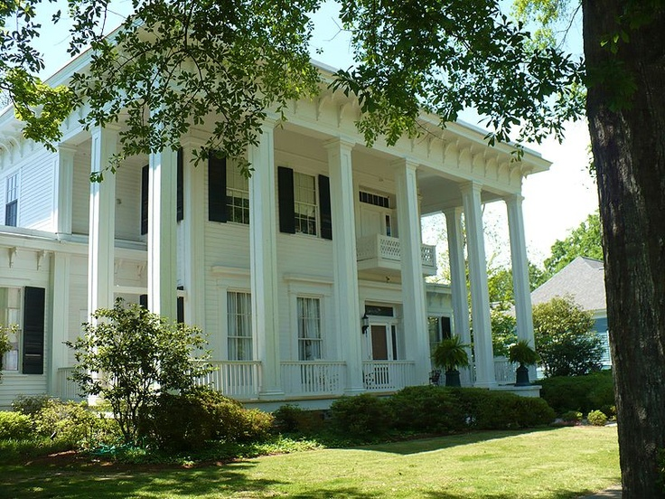 My grandma 39 s house in columbus ms beautiful antebellum for Home builders in south mississippi