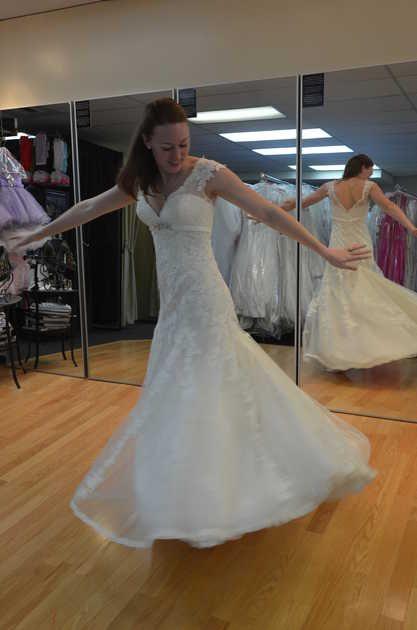 a843ae0baa5e8607e248e693fb4bd6e1 911 Operator Gives Wedding Dress